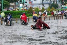Nhiều tuyến đường tại Thành phố Hồ Chí Minh lại ngập sâu sau cơn mưa lớn