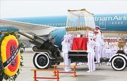 Linh cữu Đại tướng Lê Đức Anh đến Sân bay Quốc tế Nội Bài