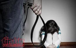 Bốn cháu nhỏ bị ông nội bạo hành, gây thương tích