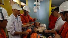 Đưa thuyền viên bị tai nạn lao động trên biển về đất liền điều trị