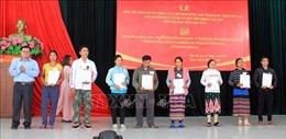 Trao Quyết định nhập quốc tịch Việt Nam cho 38 công dân nước Lào