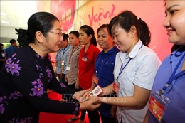 Chung vui cùng 600 công nhân không có điều kiện về quê đón Tết