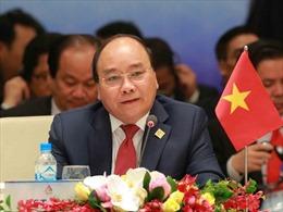 Thủ tướng Nguyễn Xuân Phúc tiếp Tổng Thư ký LDP và gặp đại diện cộng đồng trí thức Việt Nam tại Nhật Bản