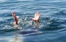 Bố mẹ vắng nhà, hai bé gái trượt chân xuống hồ Bàu Đầy tử vong
