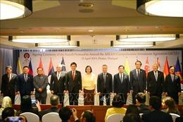 Các Bộ trưởng Kinh tế ASEAN ký kết hai văn kiện về thương mại dịch vụ và đầu tư