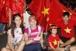 Không khí cổ vũ đội tuyển Việt Nam đang 'hâm nóng' phố phường Thủ đô
