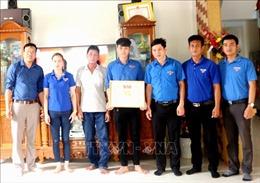 Khen thưởng 2 thanh niên cứu 5 người bị đuối nước trên biển
