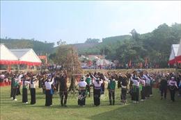 Vinh danh Lễ hội 'Kin Chiêng Boọc Mạy' - Hát múa ăn mừng dưới cây bông