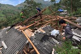 Hỗ trợ 20 triệu đồng cho hộ dân bị sập nhà do mưa lốc