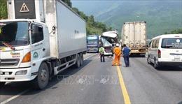 Xe khách va chạm xe container tại hầm Hải Vân khiến 13 người bị thương