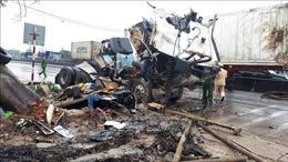 Xe container tông liên hoàn trên quốc lộ 1A làm 8 người thương vong