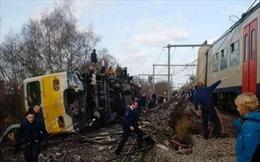 Trên 30 người thương vong khi tàu hỏa đâm vào một xe buýt chở học sinh