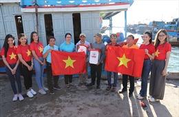 """Agribank đồng hành cùng chương trình """"Một triệu lá cờ Tổ quốc cùng ngư dân bám biển"""""""