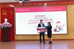 Trao thưởng chương trình 'Mở tài khoản – nhận quà lớn cùng Agribank Bắc Yên Bái'