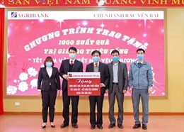 Agribank chi nhánh Bắc Yên Bái trao 1.000 suất quà tết cho người nghèo
