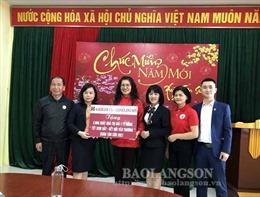 Agribank Lạng Sơn chăm lo Tết cho người nghèo, người khó khăn