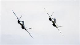 Nghẹt thở cận cảnh tiêm kích tàng hình thế hệ mới Su-57 Nga tác chiến