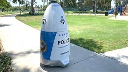'Robot cảnh sát' đi tuần trong công viên ở California, Mỹ