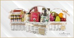 Công ty bán hoa online Floristique vận chuyển những giỏ quà miễn phí nhằm cổ vũ cộng đồng