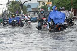 Nhiều tuyến đường TP Hồ Chí Minh ngập sâu sau cơn mưa lớn