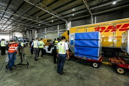 DHL Express đã chuyển giao thành công lô vắc xin đầu tiên phòng chống COVID-19 đến Malaysia