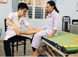 Chàng trai Nhật Bản tình nguyện giúp bệnh nhân Việt Nam phục hồi chức năng