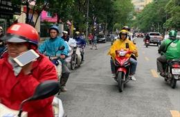 Nhiều người dân Hà Nội chủ quan không đeo khẩu trang phòng dịch COVID-19