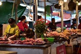 Hà Nội: Giá lương thực, thực phẩm tại chợ dân sinh giảm, vắng người mua