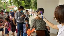 Học sinh mầm non và tiểu học ở Hà Nội trong ngày đầu trở lại trường