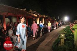 Ấn tượng đêm trình diễn 1.000 mẫu áo dài tại Văn Miếu-Quốc Tử Giám