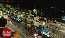 Xe chở rác xếp hàng dài 1 km trong đêm vì người dân Phúc Diễn lập chốt chặn