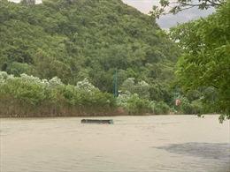 Cứu thoát nhiều người bị lật đò do mưa giông trên suối Yến (chùa Hương)