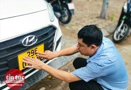Cận cảnh những chiếc xe đổi biển số vàng đầu tiên ở Hà Nội