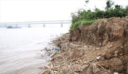 Hà Nội công bố khẩn cấp tình trạng sạt lở bờ hữu sông Hồng