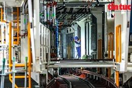 Cận cảnh công trường lắp ráp cỗ máy đào hầm nghìn tấn TBM