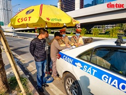 Các phương tiện giao thông vẫn cố tình quay đầu tại nút giao Cầu Thăng Long-vành đai 3