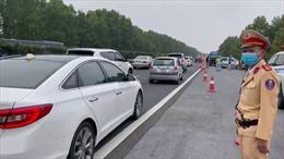 Lượng phương tiện đổ về Hà Nội đang tăng nhanh