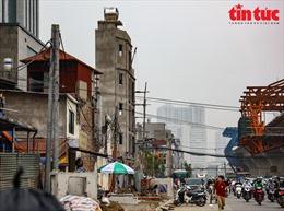 Những căn nhà 'kì dị' sau khi mở rộng đường vành đai 2 ở Hà Nội