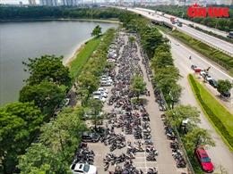 'Biển người' đổ về công viên ven đô của Hà Nội cắm trại