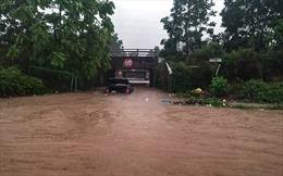 Hầm chui số 9 trên đại lộ Thăng Long ngập sâu, di chuyển khó khăn