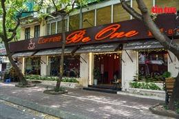 Hà Nội: Quán cà phê, cửa hiệu cắt tóc vắng khách trong ngày đầu mở cửa trở lại