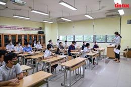 Thí sinh Hà Nội hồi hộp khi bước vào môn thi đầu tiên Ngữ văn