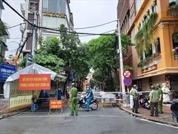 Phong toả 210 hộ dân phường Giáp Bát liên quan đến 4 ca F0 là lái xe đường dài