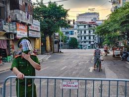 Cận cảnh chốt cách ly y tế phường Văn Miếu, Hà Nội