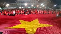 Cổ động viên TP Hồ Chí Minh xuống đường tiếp sức cho đội tuyển U22 Việt Nam