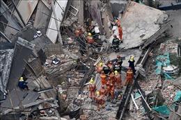 Nhiều người mắc kẹt trong vụ sập nhà ở Thượng Hải