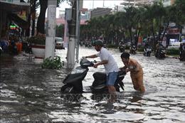 Mưa lớn, nhiều tuyến đường thành phố Bạc Liêu chìm trong nước