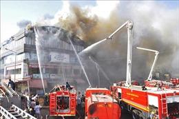 Thành phố Surat phá bỏ các tòa nhà xây dựng trái phép sau vụ hỏa hoạn làm 20 người thiệt mạng