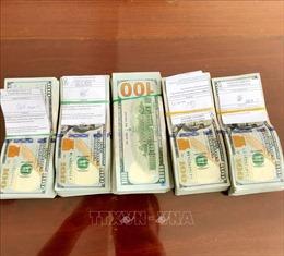 Tạm giữ một phụ nữ vận chuyển 50.000 USD trái phép từ Campuchia về Việt Nam
