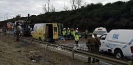 Xe buýt bị lật, ít nhất 26 người thương vong